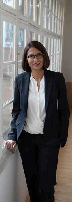 Tania Saha, Fachanwältin für Medizinrecht und Steuerrecht